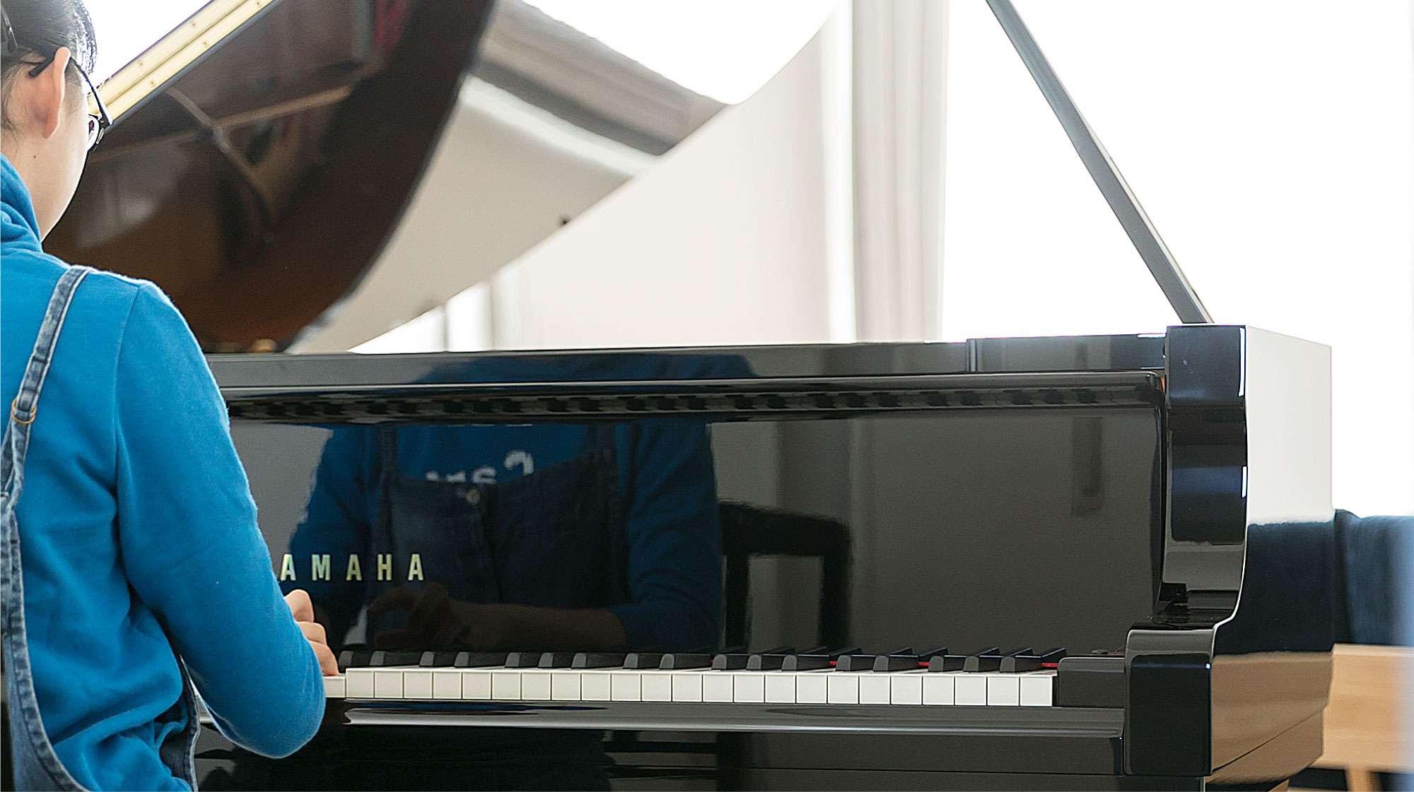 """<img class=""""preload lead lead_003"""" src=""""https://i-llhome.jp/elements/img_lead_slide_003.png"""" alt=""""「ピアノは置いておくから」って言ってたよ、パパが。"""">"""