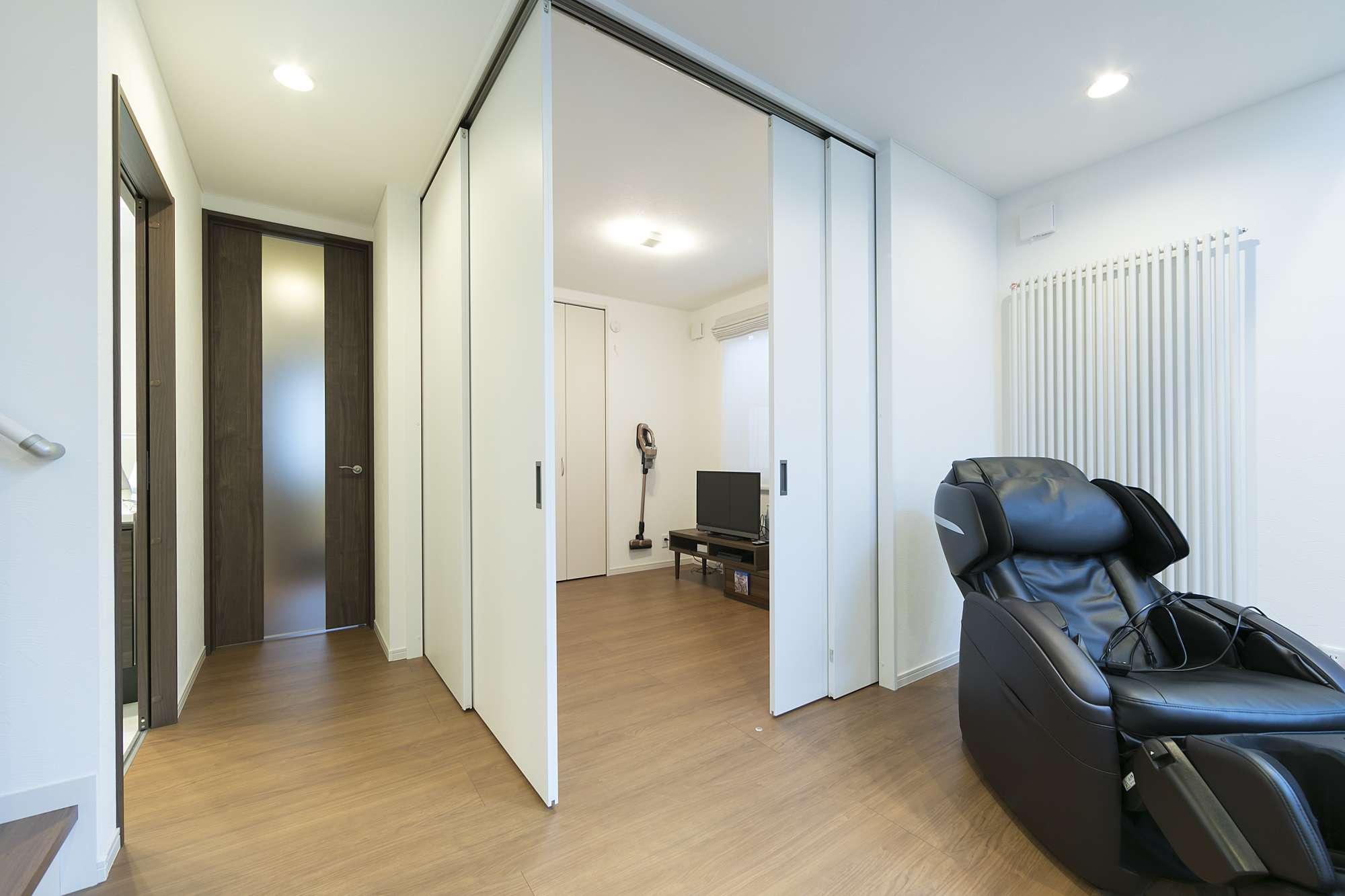 2方向に開放できるセカンドリビング - ドアを閉じれば個室に、オープンにすればリビングフロアを拡大できるセカンドリビング -  -