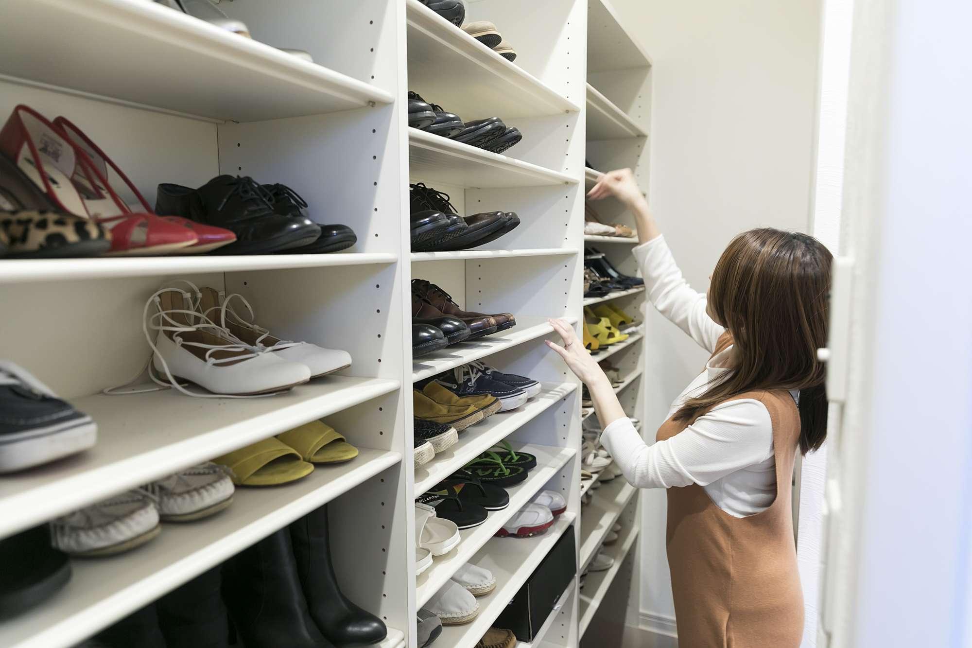 選びやすく楽しい - 奥さまが大切にしている靴たちが、選びやすく合わせやすいシューズクロークです -  -