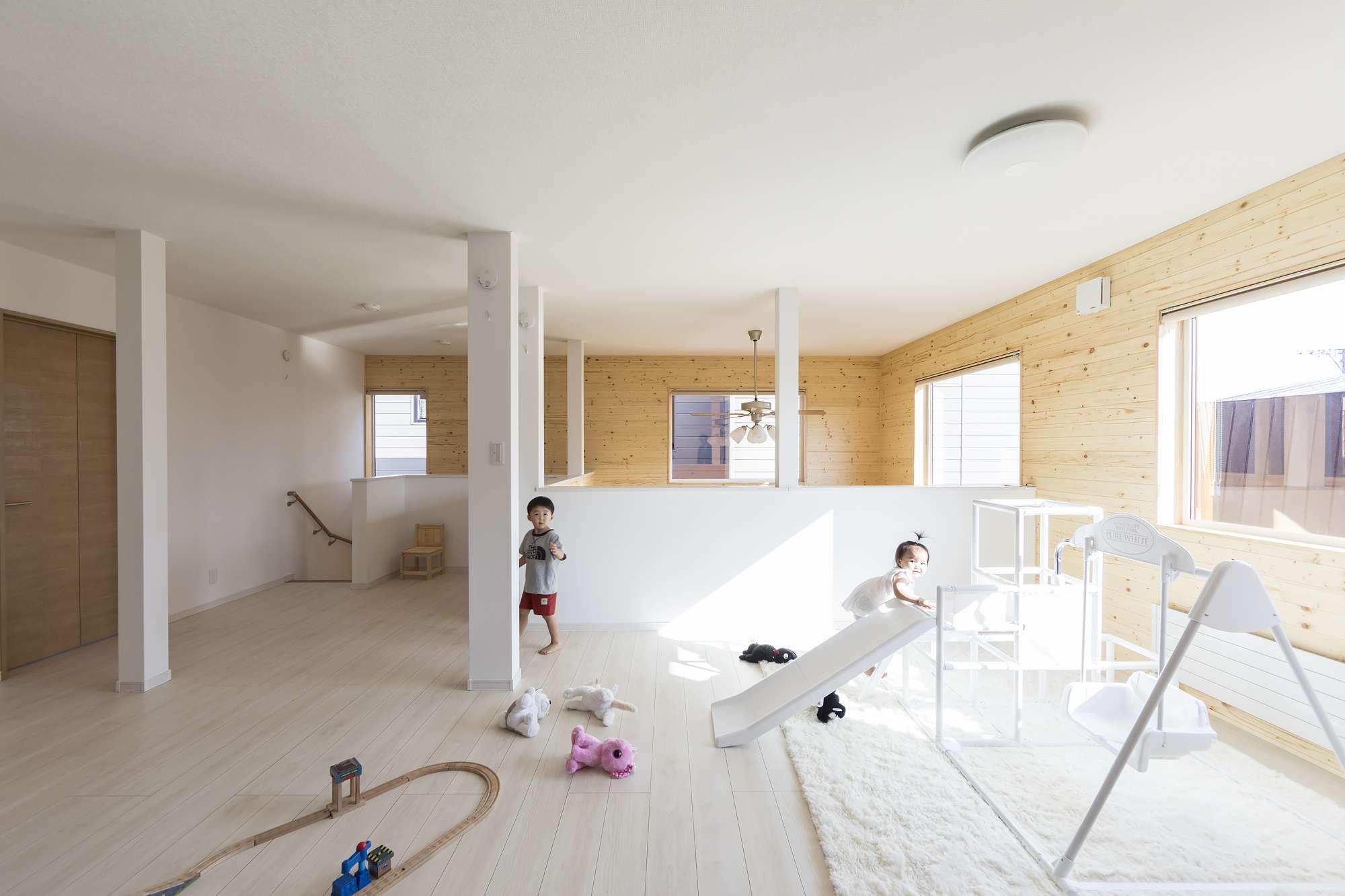 - 室内パークのように遊具やマットを追加して、協力しながらお片づけも育めます。成長に合わせて個室にできるように、クロゼットは2カ所にプラン。 -  -