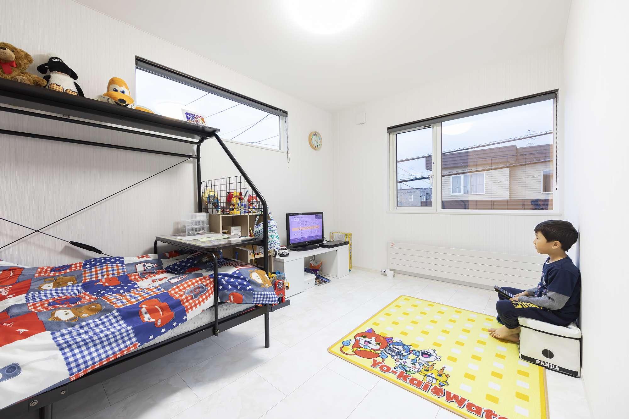 子ども部屋2 - オモチャやキャラクターで飾り付けた息子さんの部屋。 -  -
