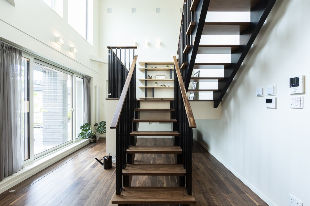 中2階にライブラリーフロアを設計したスキップラウンジ -  -  -