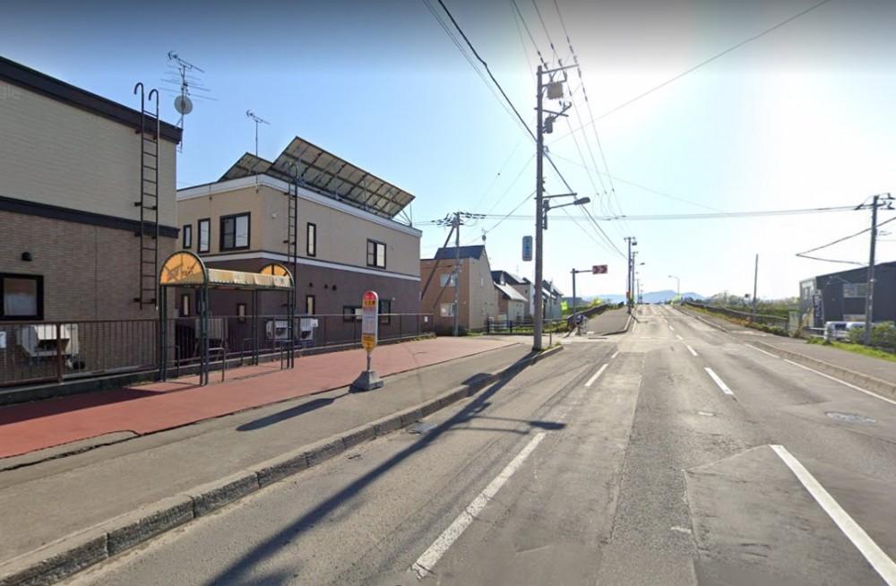 - 最寄りのバス停『川北橋』からは、乗車約10分でJR白石駅まで。地下鉄白石駅や札幌駅直通の路線もあり利便性が良いです。 -  -
