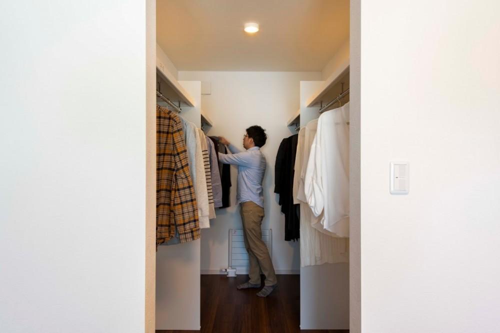 - でスッキリ!スーツケースやかさばりがちなアウターも余裕の広々『4.25帖のウォークインクローゼット』や置き場に困る掃除用具もスッキリ収納できる『階段下収納』などラクに収納できる点が魅力。 -  -